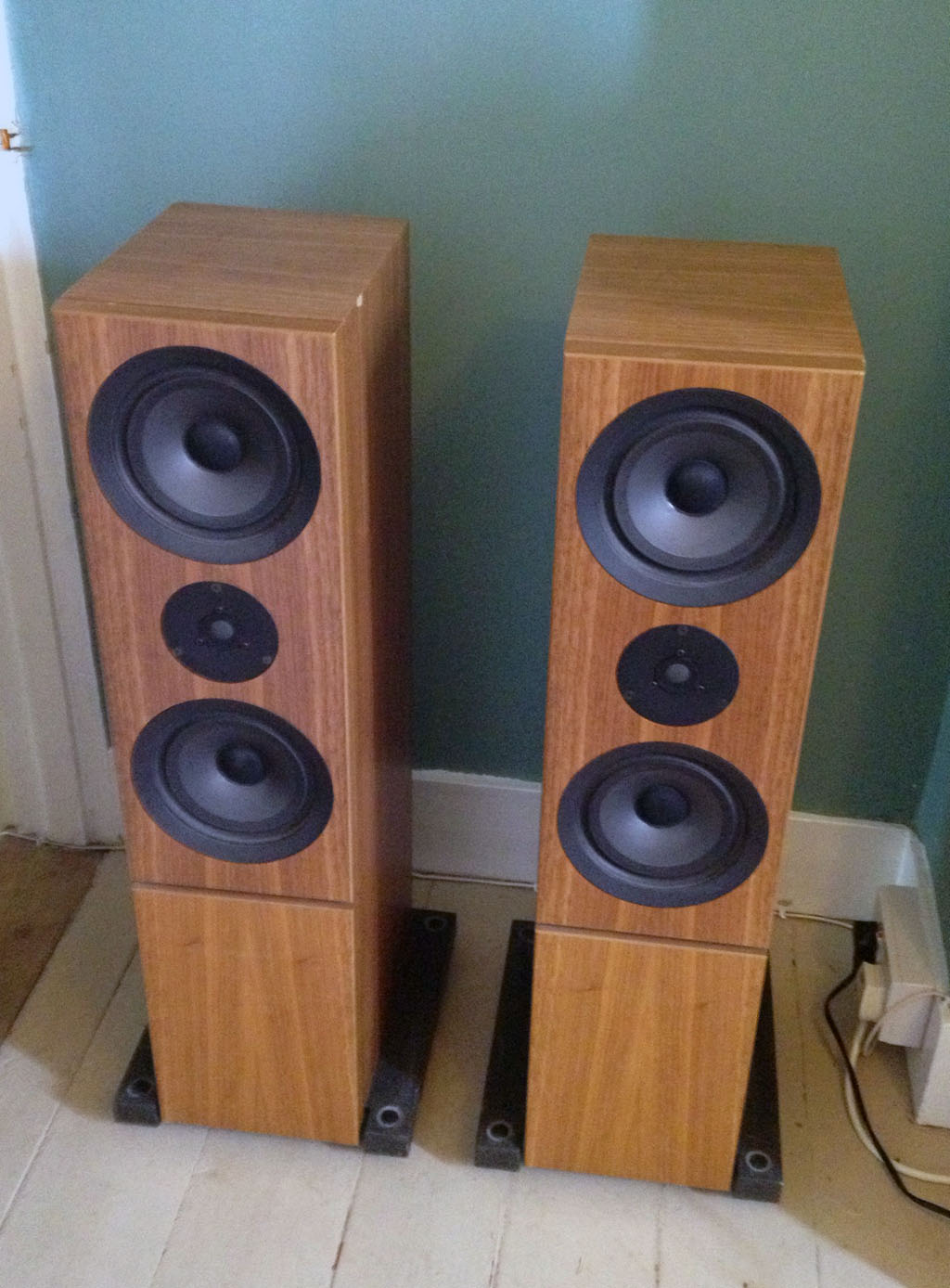 Linn Keilidhs Compact Tower Speakers Hi Fi Systems Reviews Subwoofer Additionally 4 Dual 2 Ohm Sub Wiring On Subwoofers