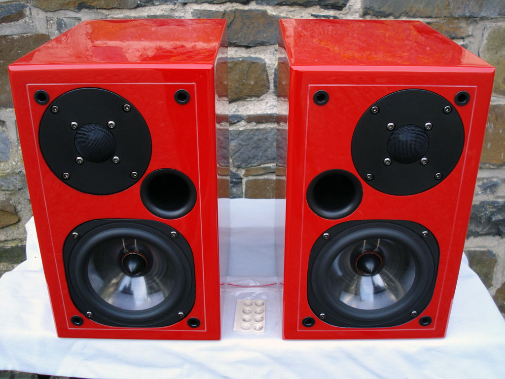 Usher S520 in Ferrari-red color