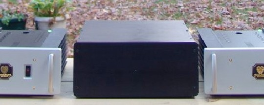 An Amplifier Comparison: Monarchy Audio SE-250 mono block amplifier VS H2O Audio Signature 100 stereo amplifier